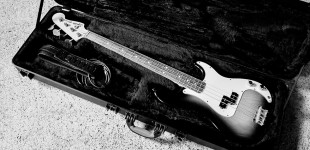 Squier Vintage Precision Bass